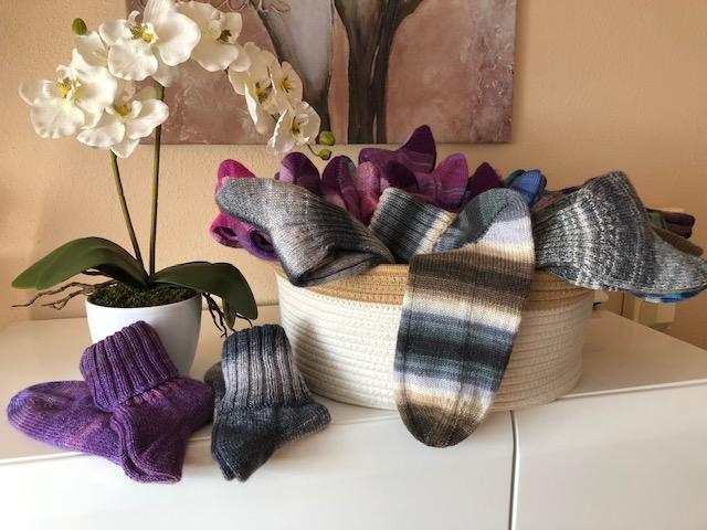 Handgestrickte Socken aus Merino-Wolle
